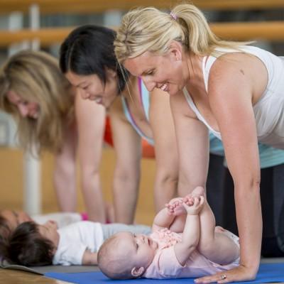 Yoga remise en forme après l'accouchement
